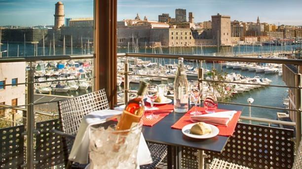 Point de vue incomparable sur le vieux port marseille - Au vieux port restaurant marseille ...