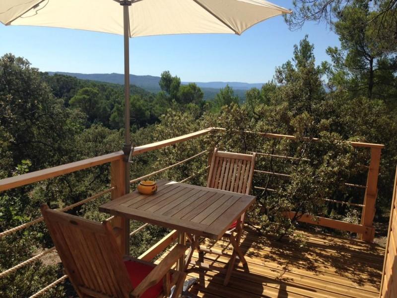 Cabane dans les arbres avec vue panoramique, dans le Var en Provence
