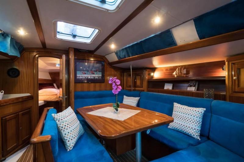 Dormir dans un bateau en paca pour un week end en amoureux - Hotel avec spa dans la chambre paca ...