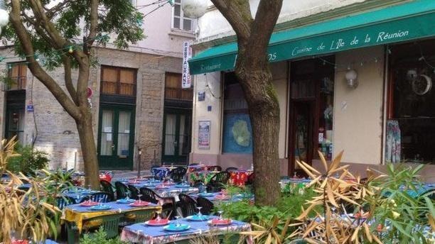 Dépaysement Garanti Avec Le Kunstenfestivaldesarts Votre: Dépaysement Garanti Avec Ce Restaurant De La Réunion à Lyon
